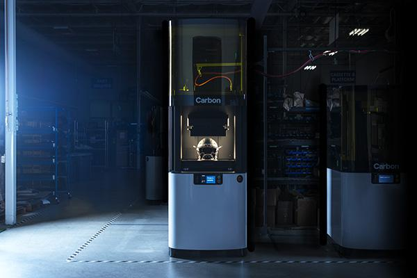 machine-carbon-l1-casque-fabrication-additive
